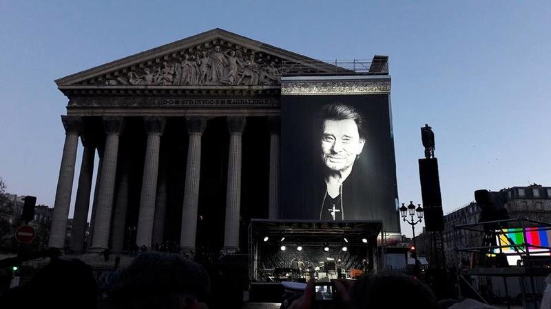 Hommage a JOHNNY a la Madeleine ( Paris ) 24991211