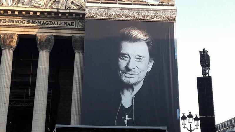 Hommage a JOHNNY a la Madeleine ( Paris ) 24993010