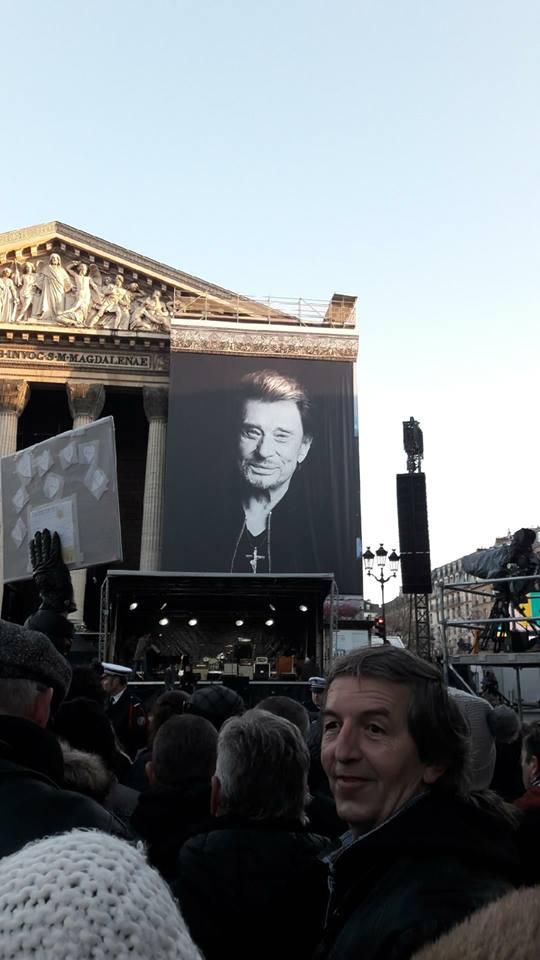Hommage a JOHNNY a la Madeleine ( Paris ) 24993610