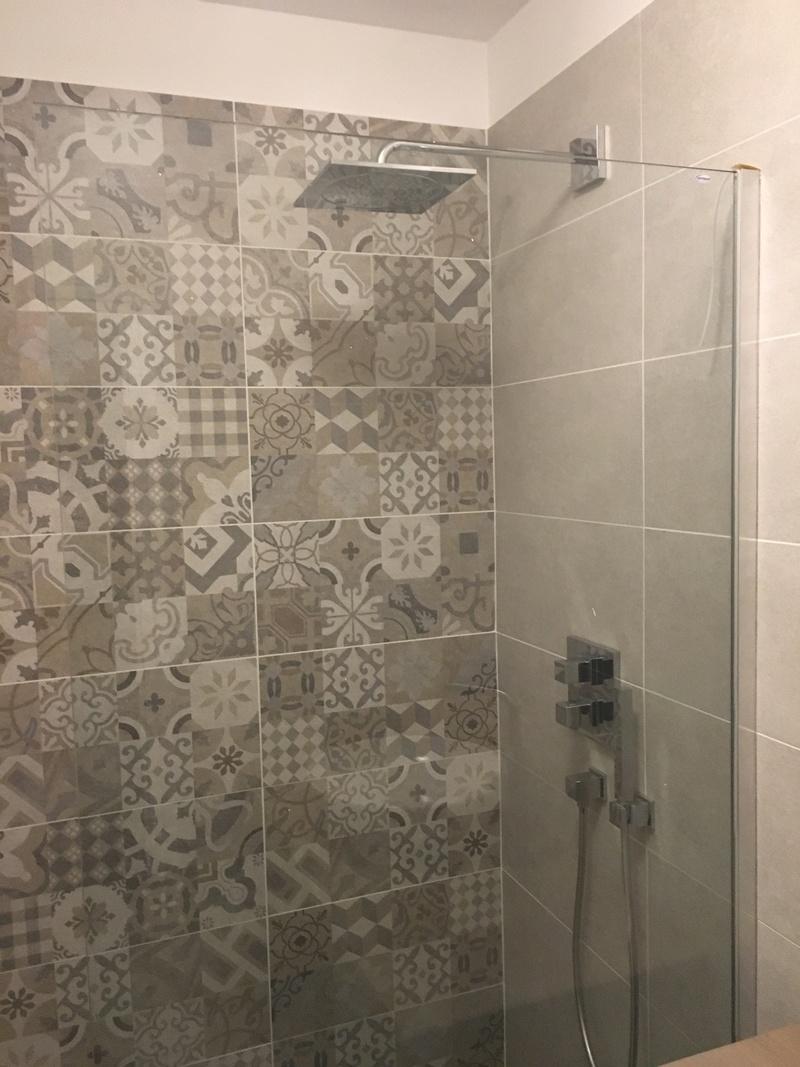 Rénovation d'une salle de bains - Page 2 Img_2736