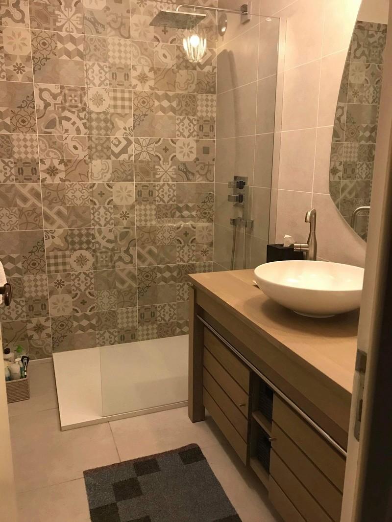 Rénovation d'une salle de bains - Page 2 Img_2740