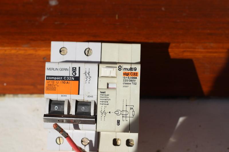 Disjoncteur différentiel MG Img_5814