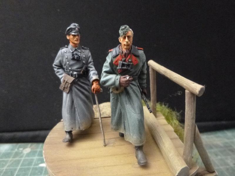 Traversée d'un fleuve en Russie -2 officiers allemands traversant un pont: Jaguar résine 1/35 P1030811