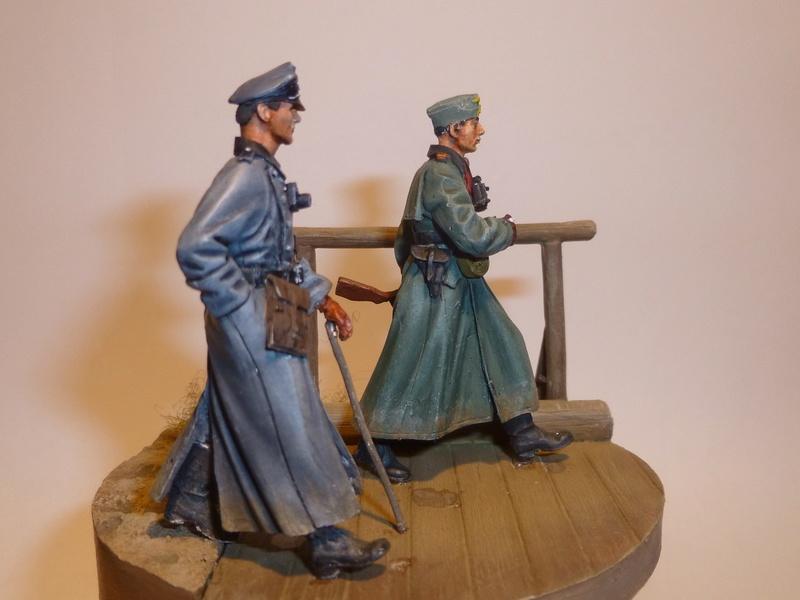 Traversée d'un fleuve en Russie -2 officiers allemands traversant un pont: Jaguar résine 1/35 - Page 2 P1030814
