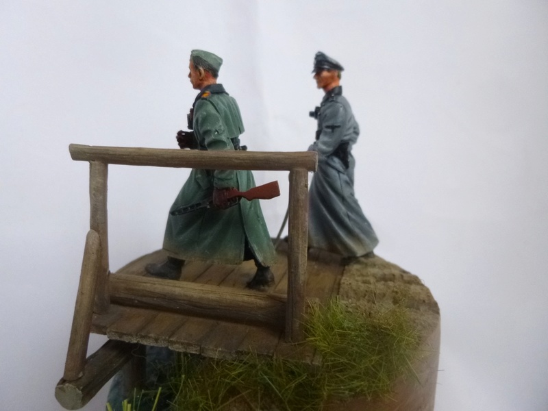 Traversée d'un fleuve en Russie -2 officiers allemands traversant un pont: Jaguar résine 1/35 - Page 2 P1030828