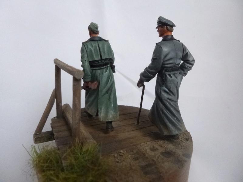 Traversée d'un fleuve en Russie -2 officiers allemands traversant un pont: Jaguar résine 1/35 - Page 2 P1030830
