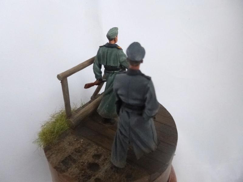 Traversée d'un fleuve en Russie -2 officiers allemands traversant un pont: Jaguar résine 1/35 - Page 2 P1030832