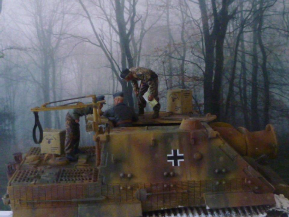 Wacht am Rhein Ardennes décembre 1944 - Sturmtiger Italeri et équipage Verlinden 1/35 P1040350
