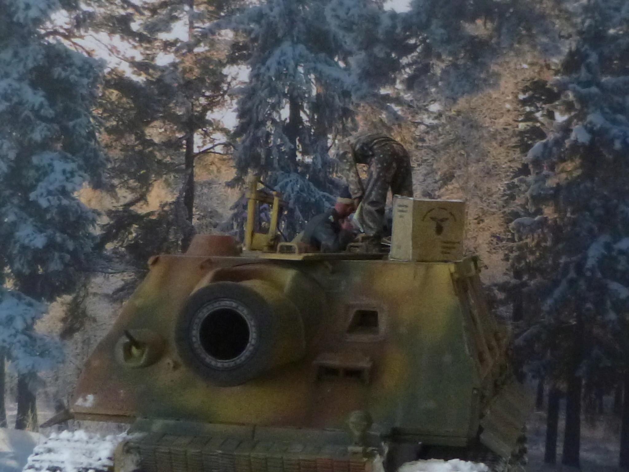 Wacht am Rhein Ardennes décembre 1944 - Sturmtiger Italeri et équipage Verlinden 1/35 P1040357