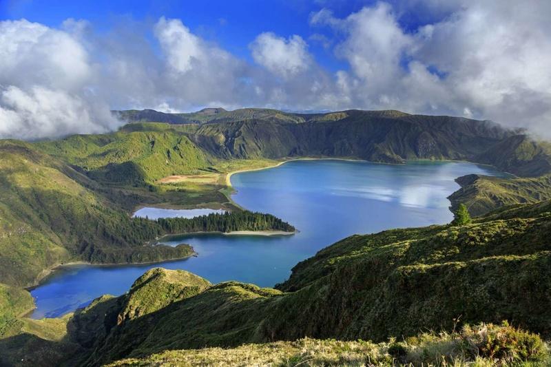 Les plus spectaculaires lacs du monde 11110