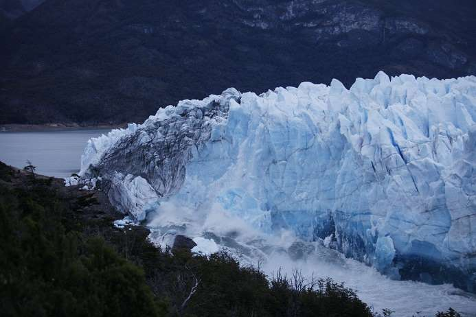 Un énorme glacier sur le point de se rompre en Argentine  146