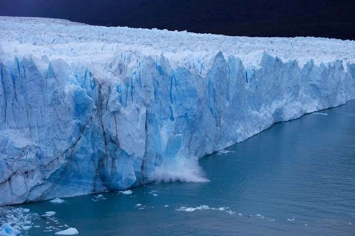Un énorme glacier sur le point de se rompre en Argentine  223
