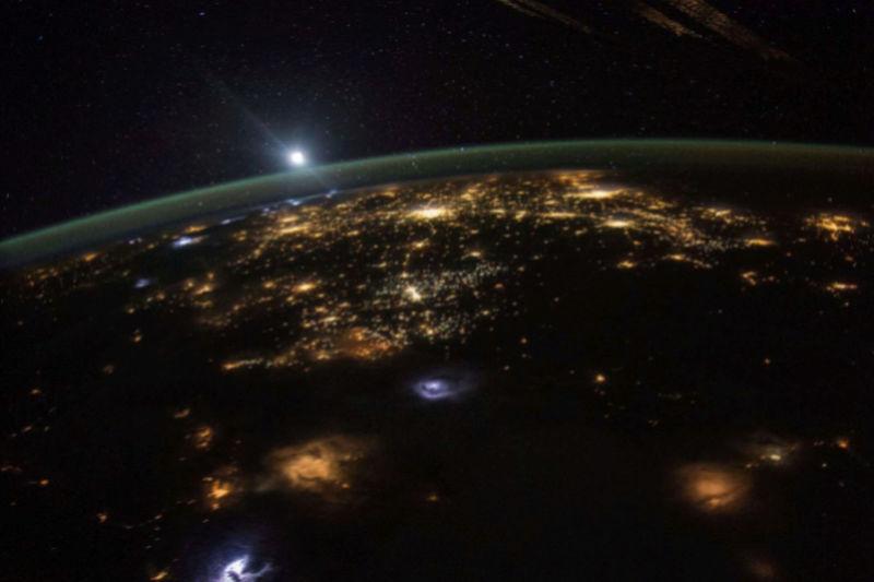 La Terre vue de l'espace : les astronautes ont les plus belles vues. 418