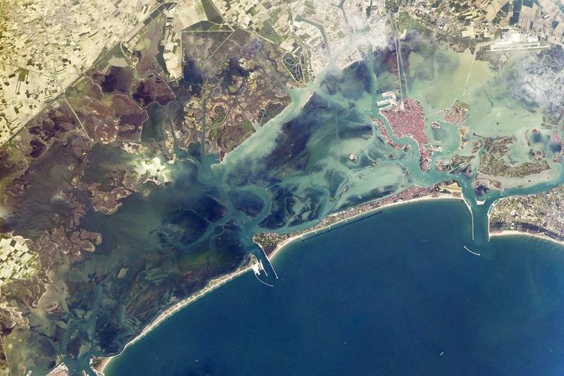 La Terre vue de l'espace : les astronautes ont les plus belles vues. 818