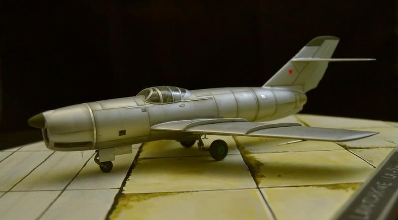Lavochkin LA-200b ( A&A 1/72 ) 56ae3b12