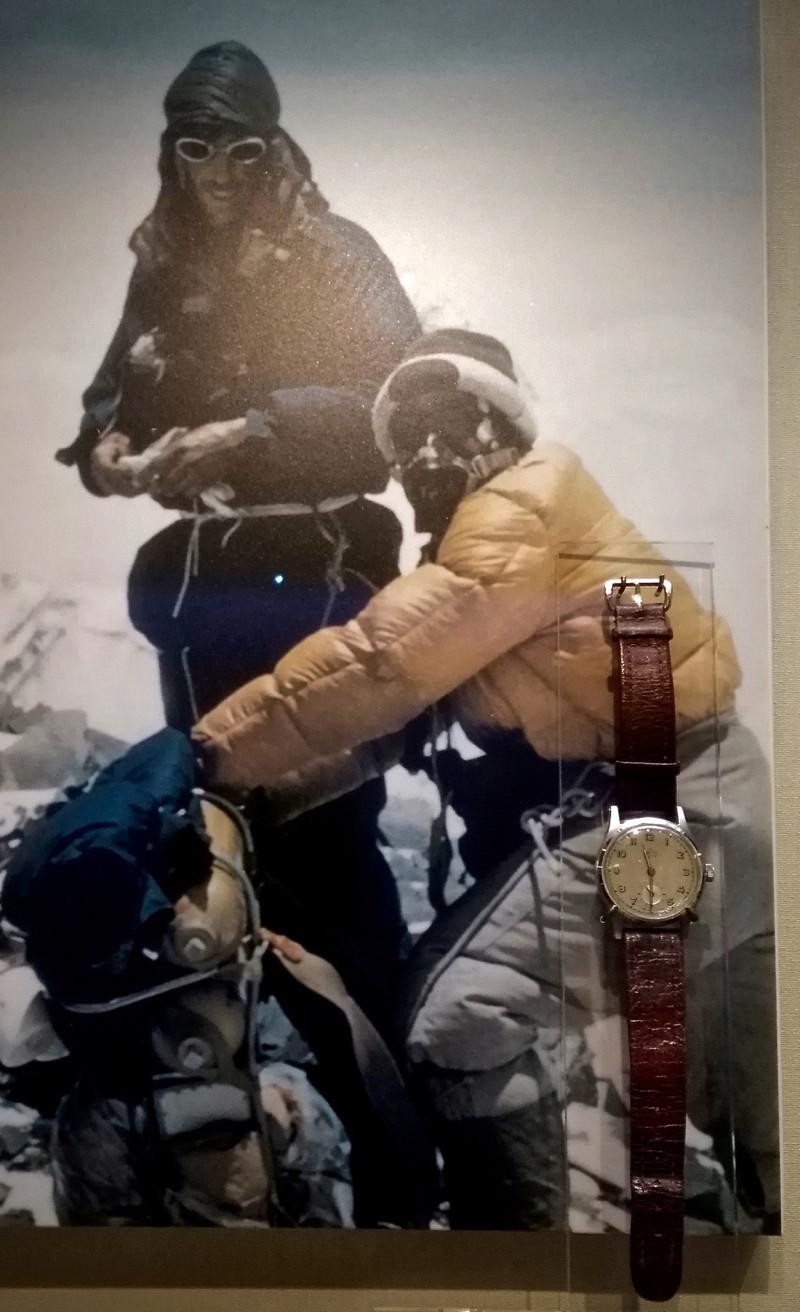 Des montres qui appartiennent à l'histoire ...  Img_2012