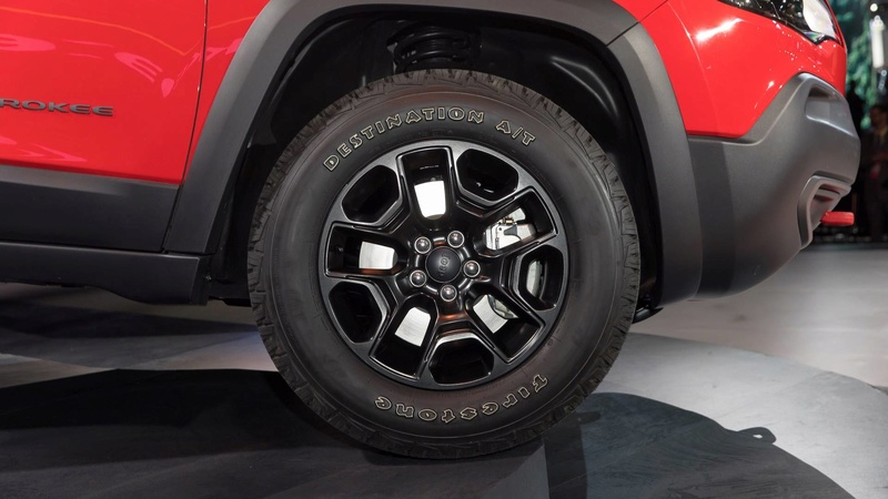 2016 - [Jeep] Cherokee restylé - Page 2 A8355810