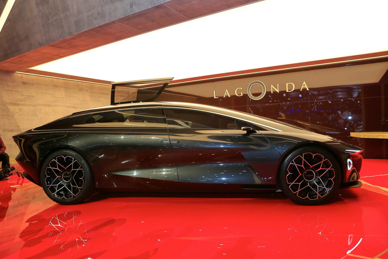 2018 - [Aston Martin] Lagonda Vision Concept  Ee044610