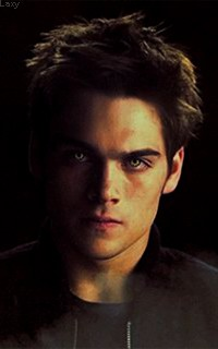 Dylan Sprayberry  - Page 2 Liamou21