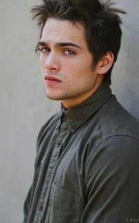 Dylan Sprayberry  - Page 2 Liamou22