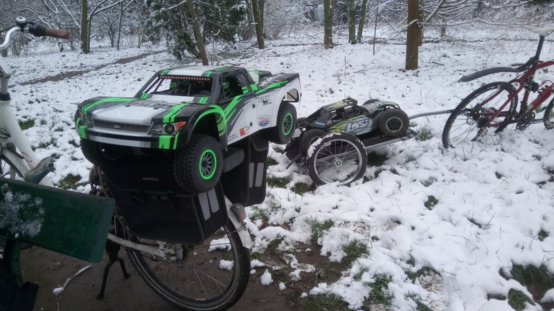 mes voitures 1/5, LOSI Desert buggy 1/5e XL-E RTR 4WD 8s, Adui R8 LMS - Page 3 Dsc_4764