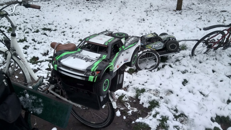 mes voitures 1/5, LOSI Desert buggy 1/5e XL-E RTR 4WD 8s, Adui R8 LMS - Page 3 Dsc_4765