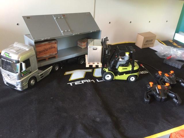 semi Mercedes Actros,Chariot elevateur Clark, Camion benne Man tg, 15231211