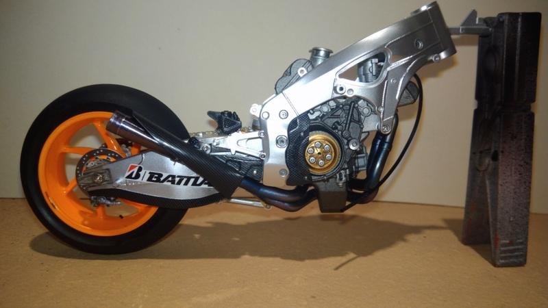 Honda RC213V Test bike 2014 - Modèle terminé!! P_201865