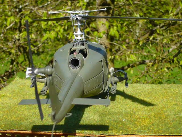 Bell UH-1D Huey gunship Revell 32e P1150227