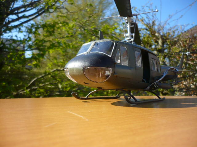Bell UH-1D Huey gunship Revell 32e P1150247