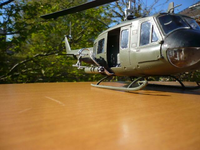 Bell UH-1D Huey gunship Revell 32e P1150248
