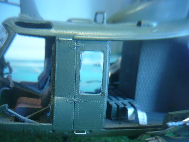 Bell UH-1D Huey gunship Revell 32e P1150261
