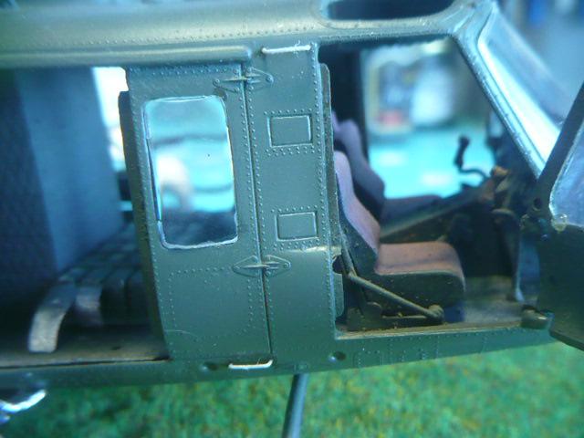 Bell UH-1D Huey gunship Revell 32e P1150262