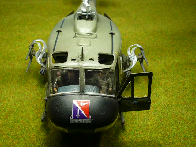 Bell UH-1D Huey gunship Revell 32e P1150311