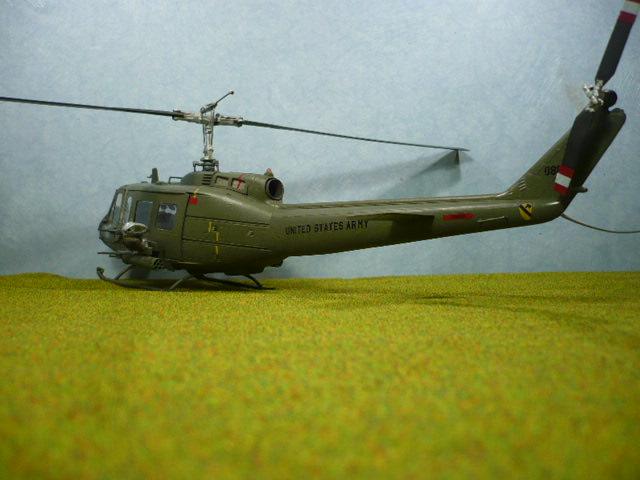 Bell UH-1D Huey gunship Revell 32e P1150319