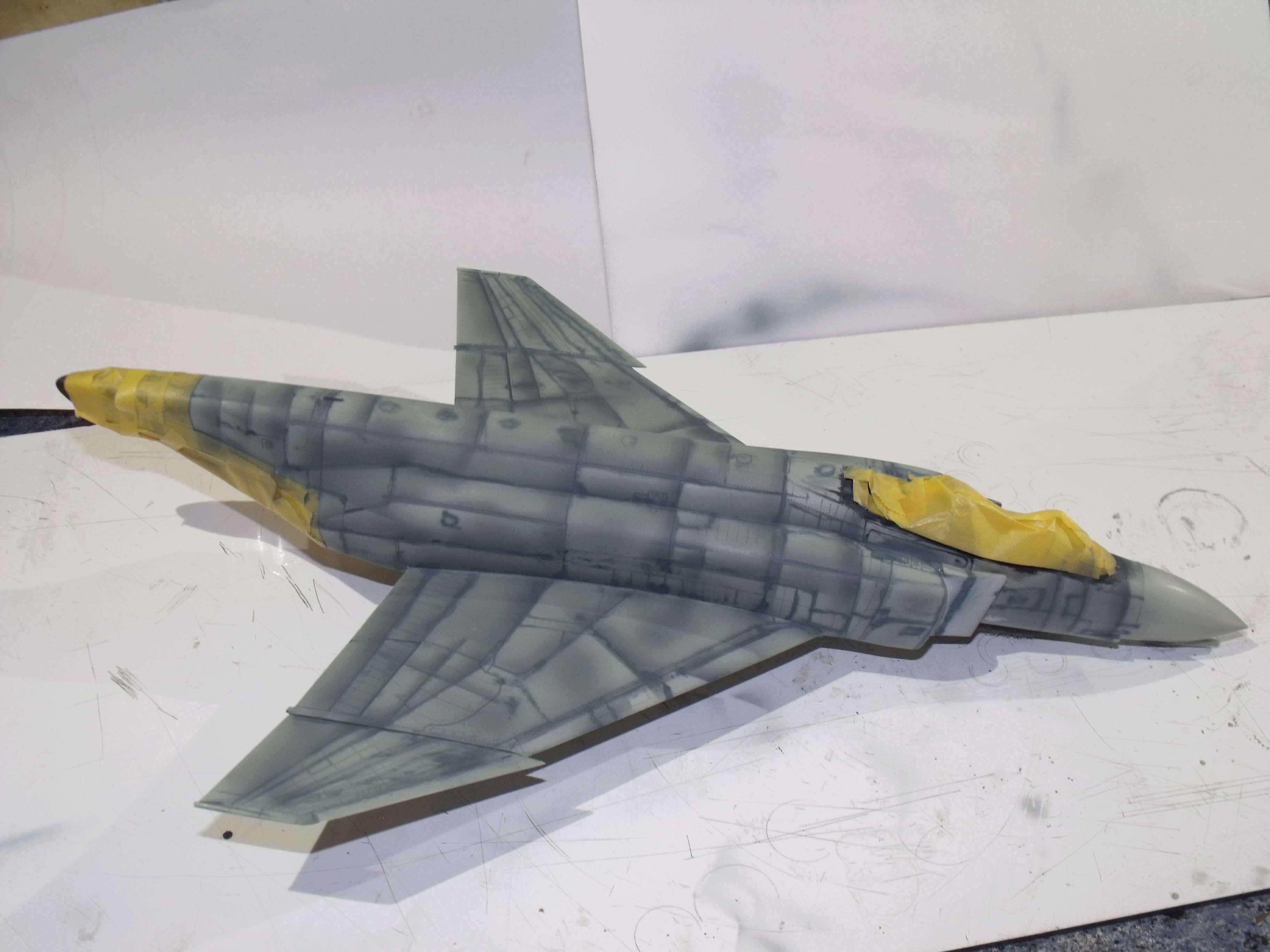 F-4 B Phantom 1/48° - VF-51 - 1972 - Début de patine. - Page 4 Dscf7035