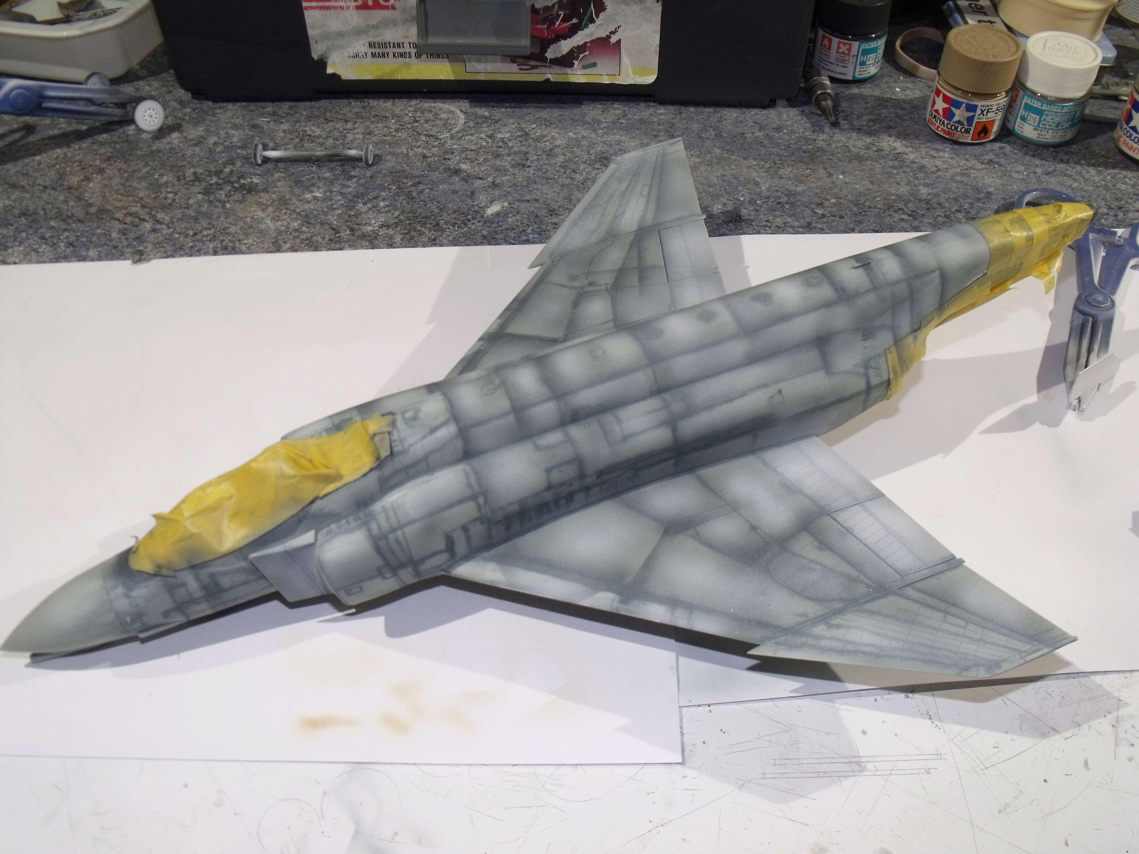 F-4 B Phantom 1/48° - VF-51 - 1972 - Début de patine. - Page 4 Dscf7037