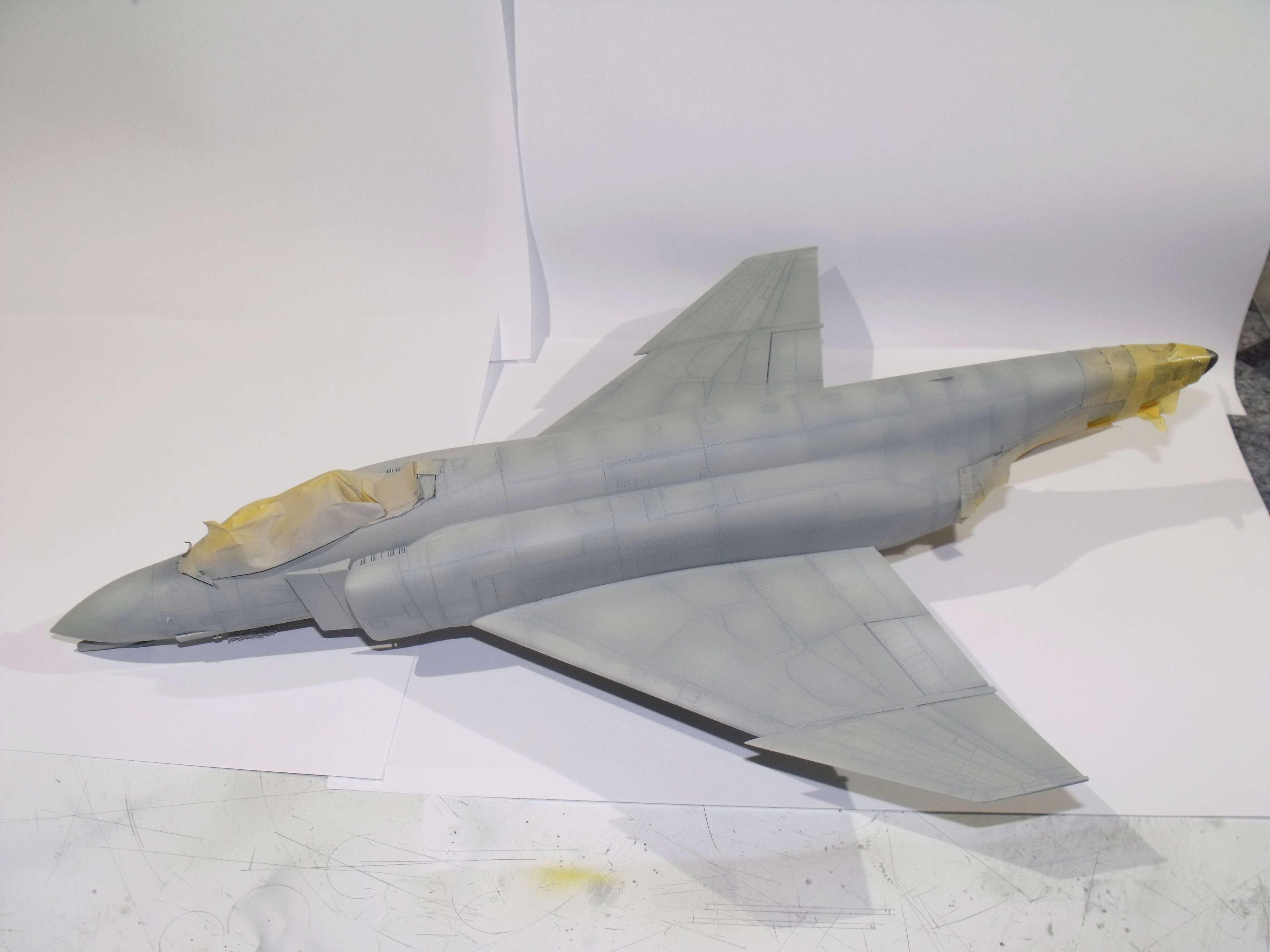 F-4 B Phantom 1/48° - VF-51 - 1972 - Début de patine. - Page 4 Dscf7039