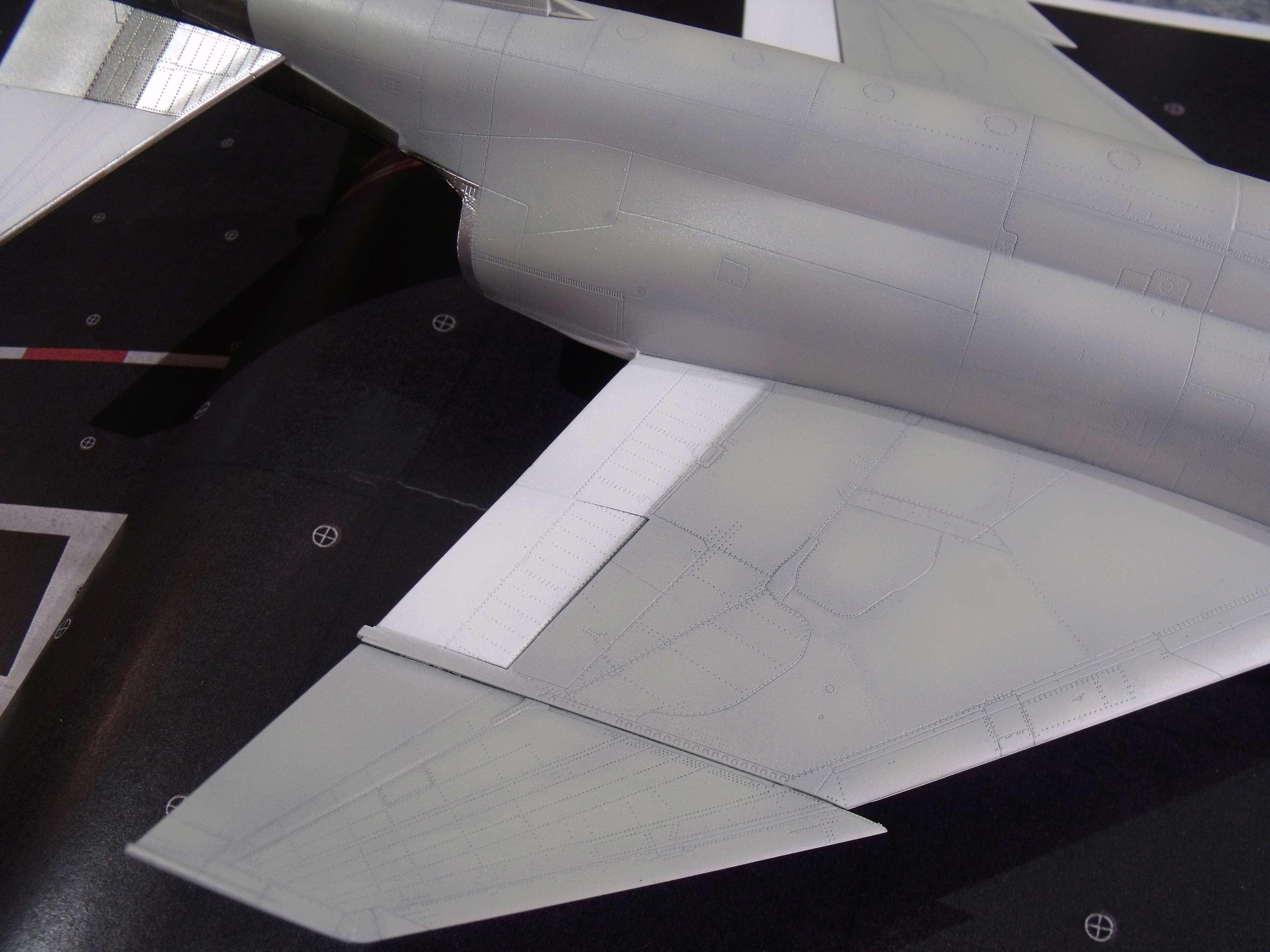 F-4 B Phantom 1/48° - VF-51 - 1972 - Début de patine. - Page 4 Dscf7134