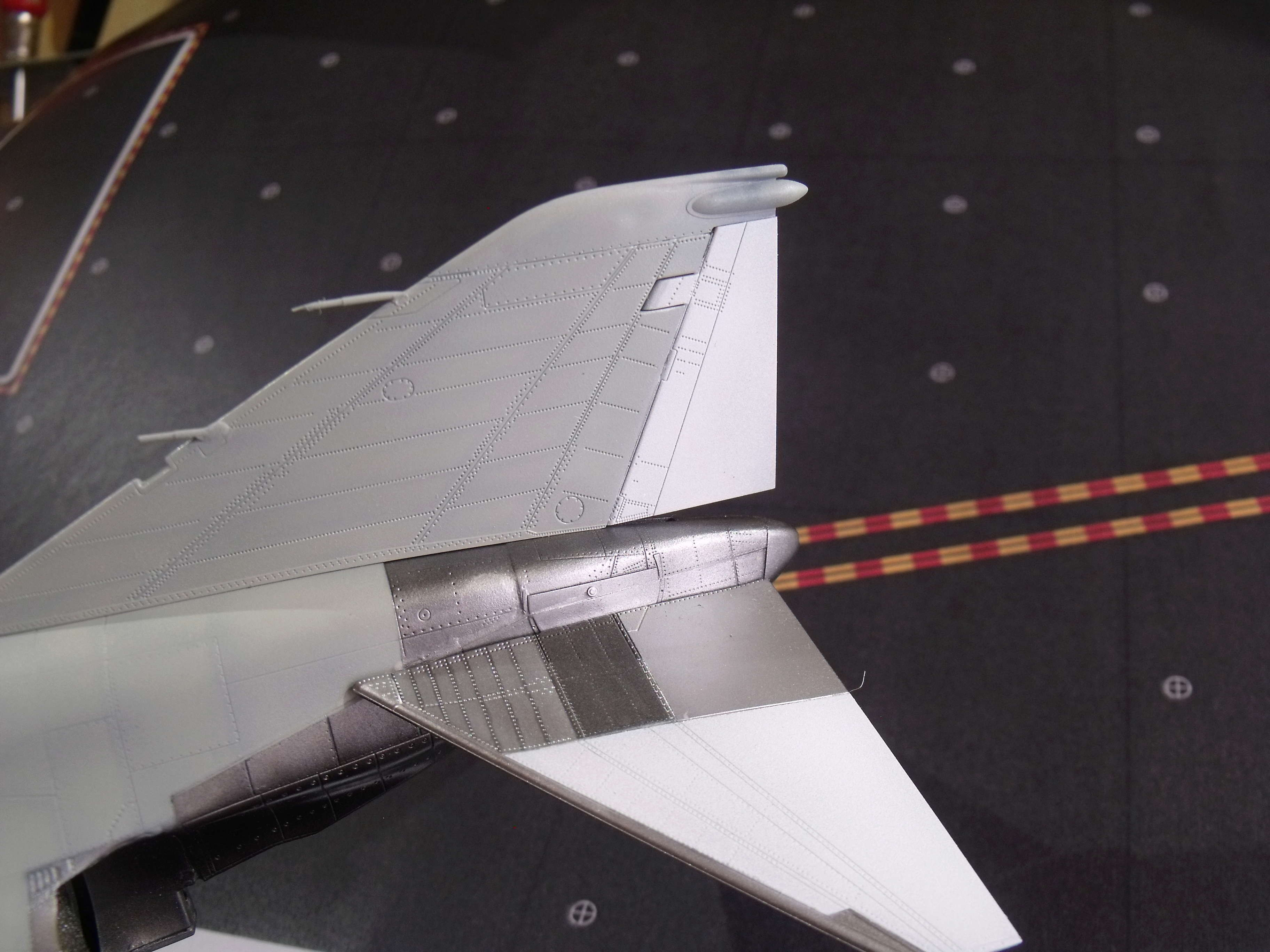 F-4 B Phantom 1/48° - VF-51 - 1972 - Début de patine. - Page 4 Dscf7135
