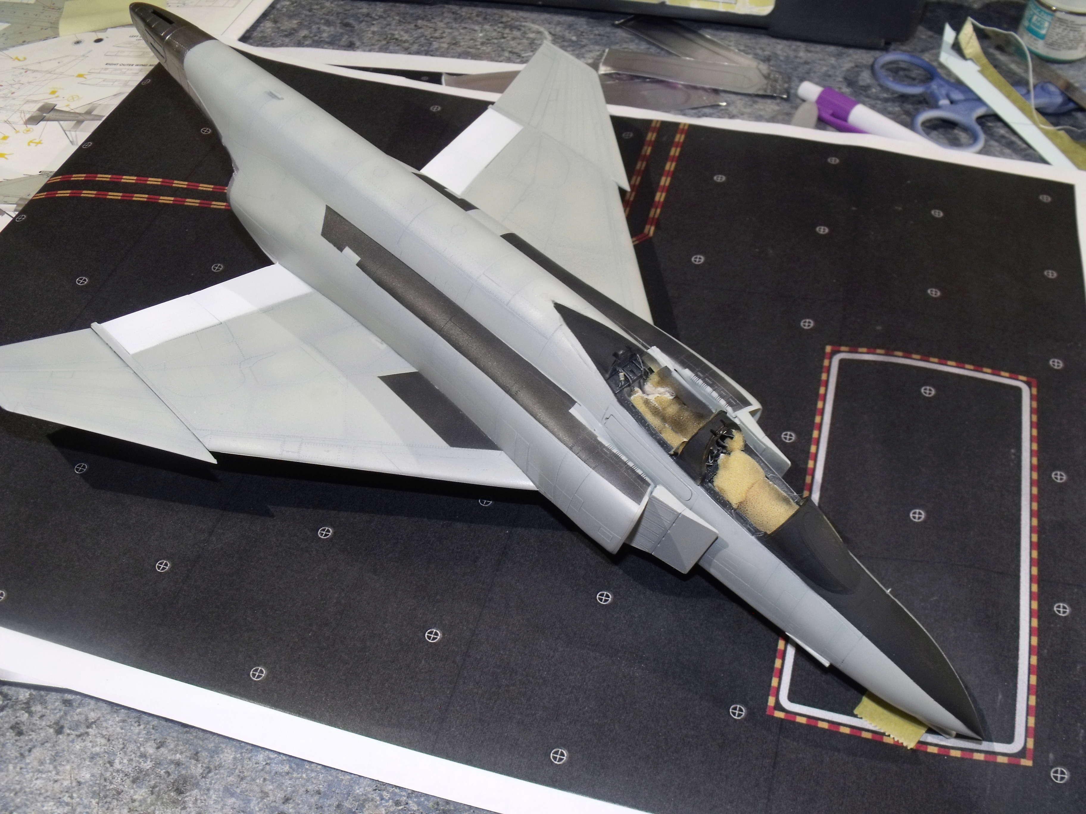 F-4 B Phantom 1/48° - VF-51 - 1972 - Début de patine. - Page 4 Dscf7139