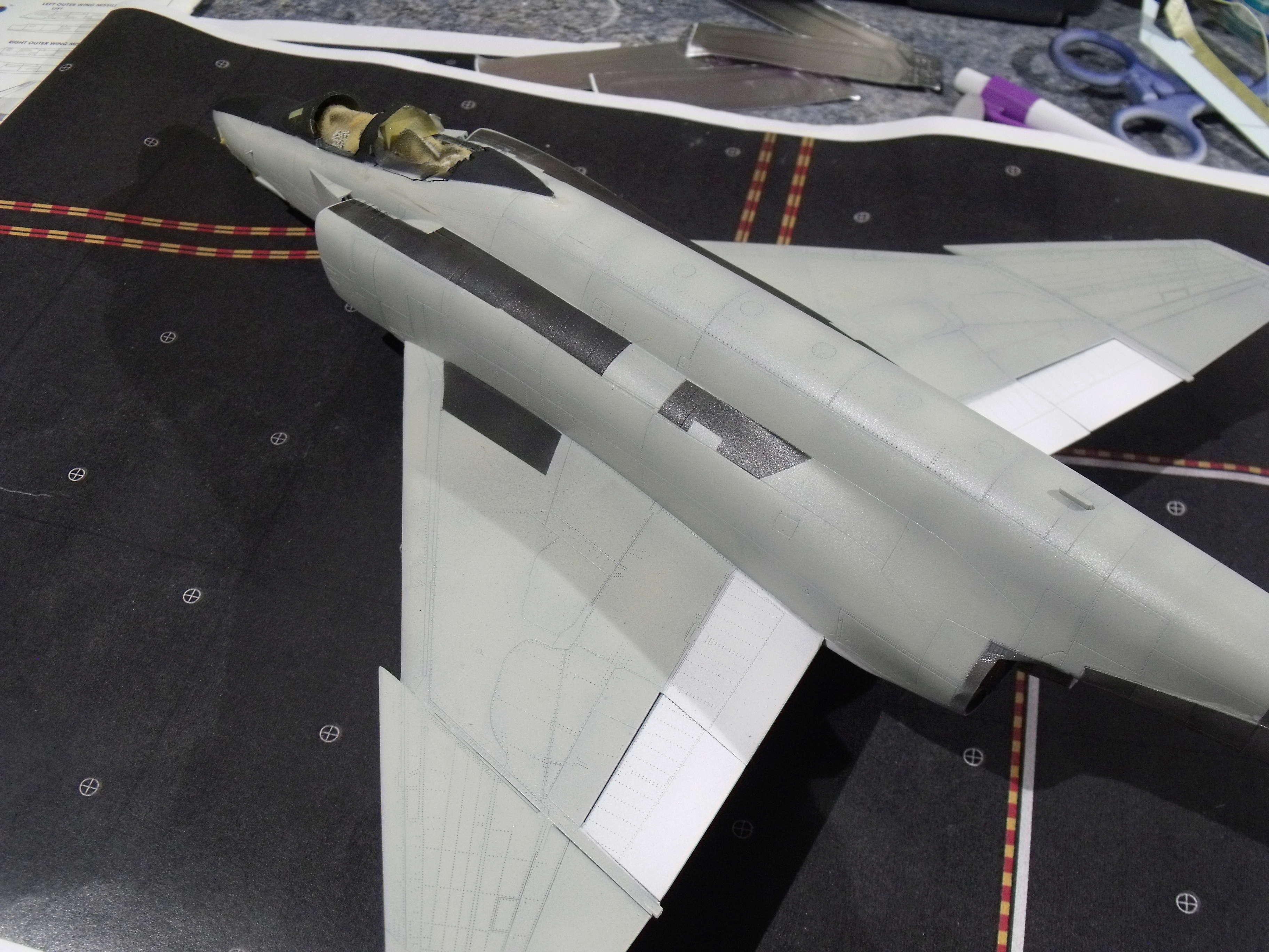 F-4 B Phantom 1/48° - VF-51 - 1972 - Début de patine. - Page 4 Dscf7140