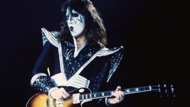 Ace Frehley News ! - Page 36 D6a44c10