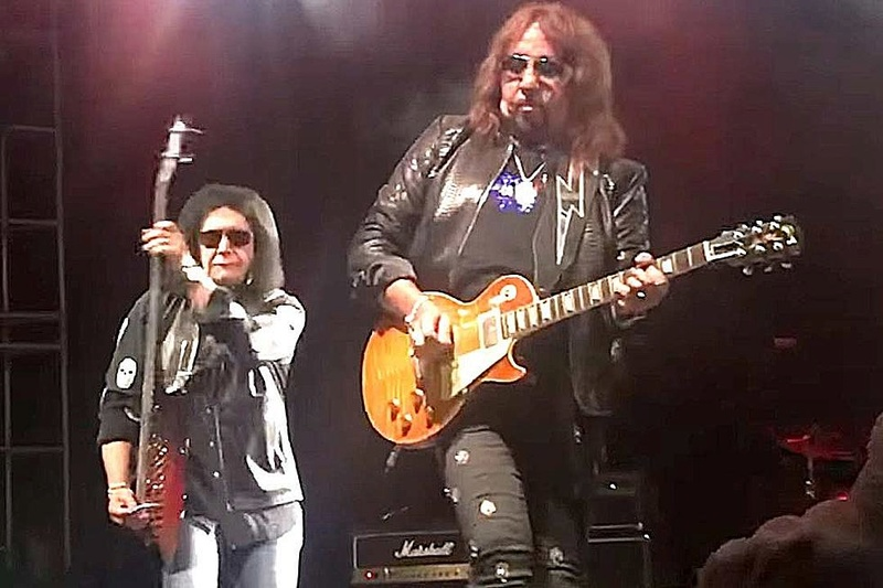 Ace Frehley News ! - Page 36 Kissme10