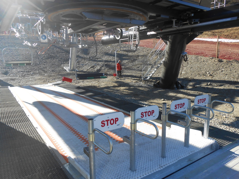 Les gares Alpha (télésièges fixes) - Poma Dscn3811