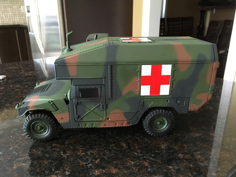 RC 1/16 Humvee ambulance Img_2810