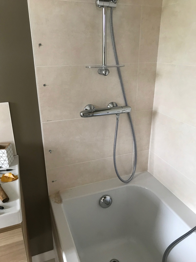 Fixer un pare douche sur une baignoire Img_1110