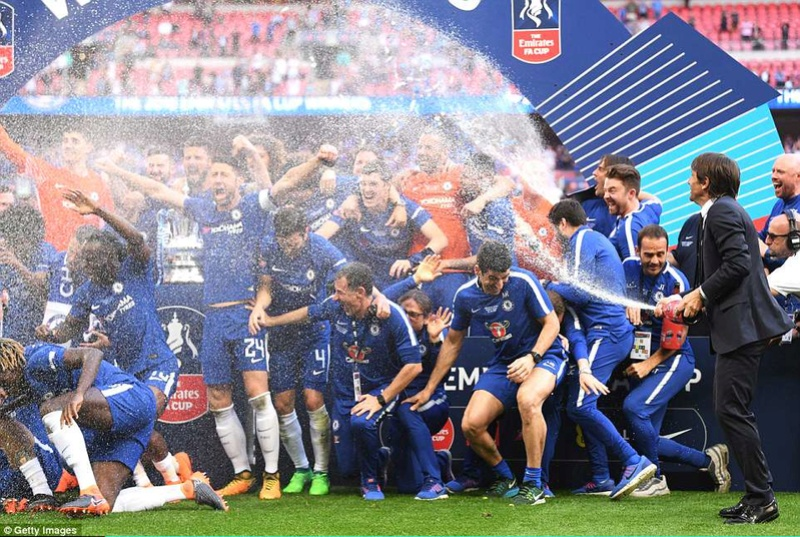 Chelsea 1-0 Manchester United: Hazard scores from the spot to win FA Cup 4c711e10