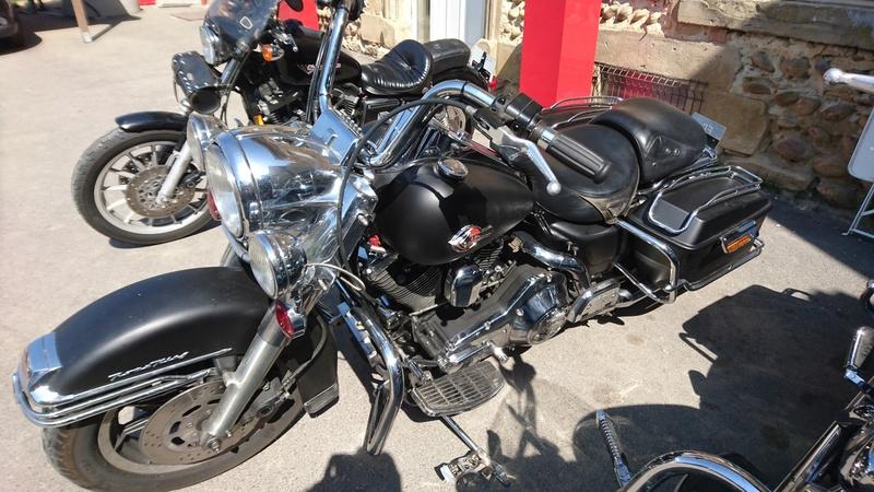 Road King uniquement, combien sur Passion-Harley  - Page 8 Rk_noi12
