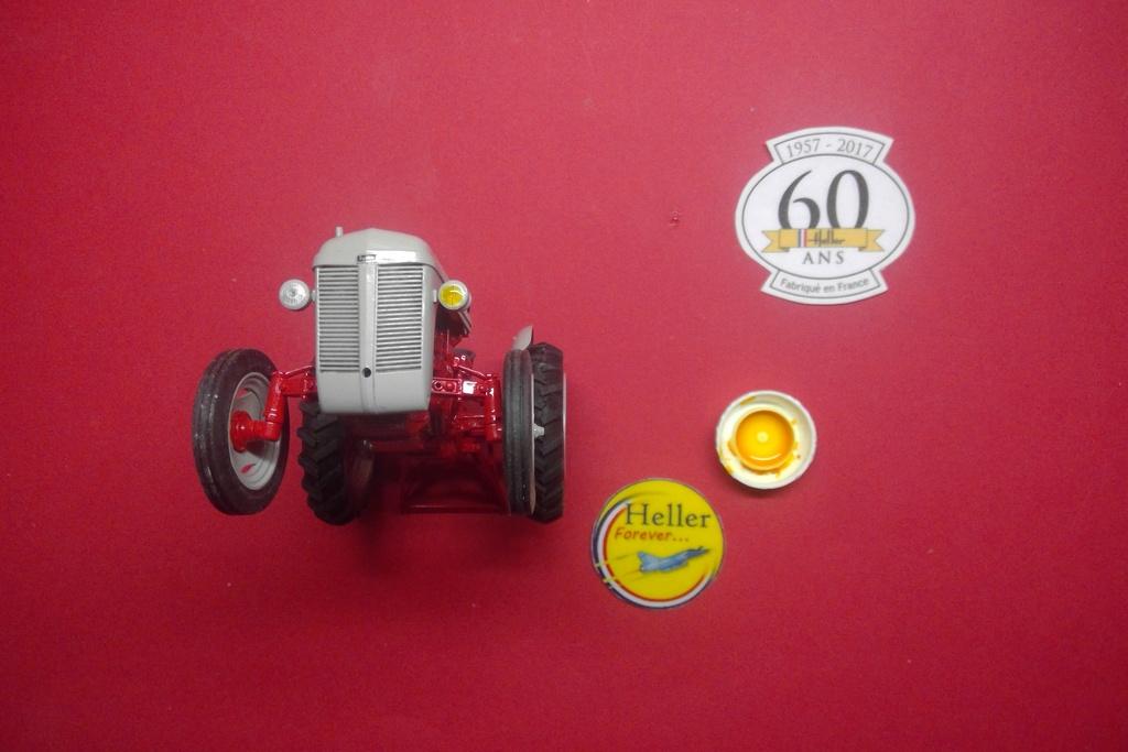 """Ferguson FF-30 mon petit gris """"rouge """" et TE-20 mon petit gris """"gris""""  - Page 2 Helle616"""